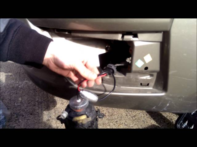 How to change, install LED bulb in fog light Citroen C4 Picasso 2007. Как снять противотуманную фару